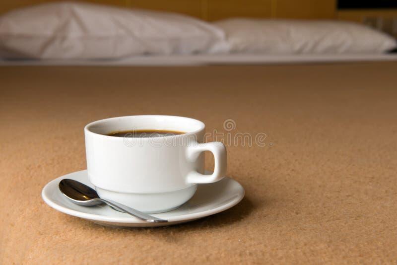 Kaffe i hotellrum fotografering för bildbyråer