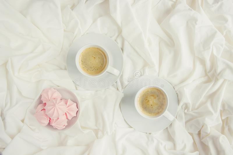 Kaffe i underlag arkivbilder