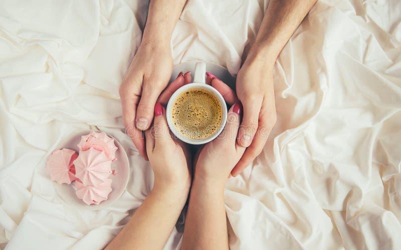 Kaffe i underlag royaltyfria foton