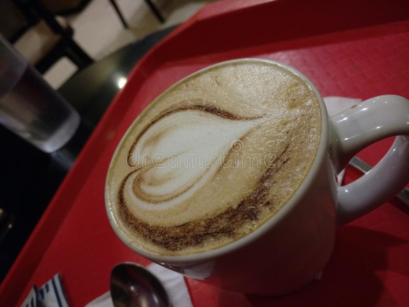 Kaffe med hjärta arkivfoto