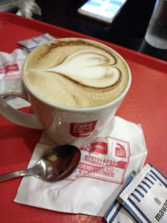 Kaffe med hjärta royaltyfria foton