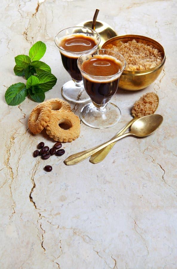 Kaffe med kakor arkivfoto