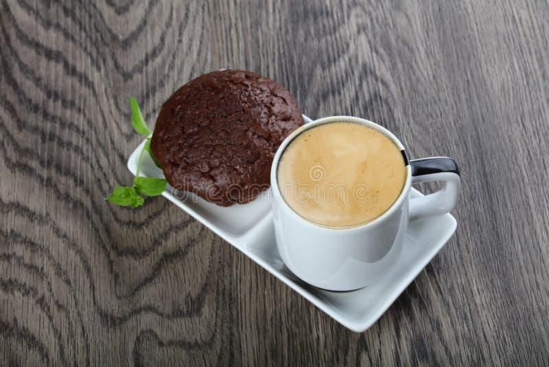 Kaffe med muffinen royaltyfria foton