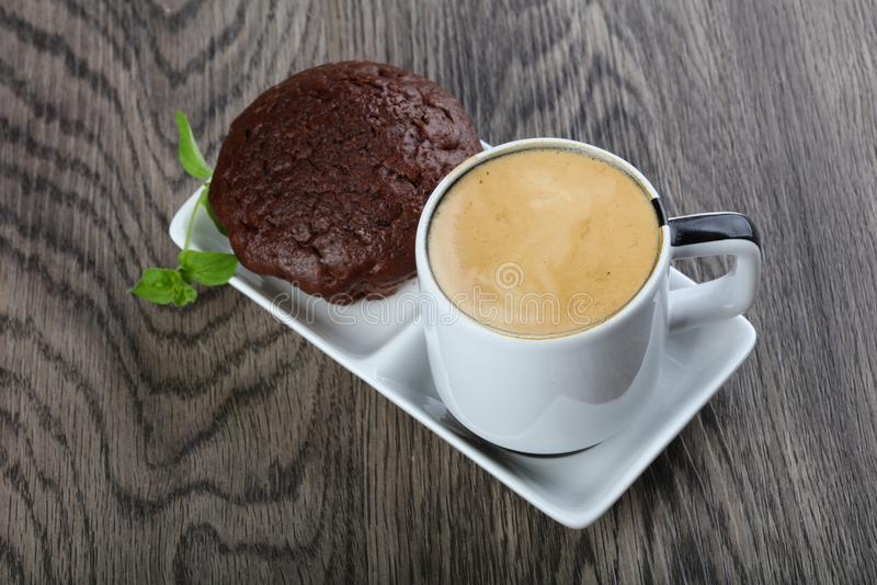 Kaffe med muffinen arkivbilder