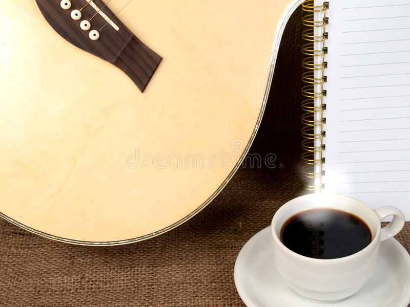 Kaffe med musik i morgonen arkivfoton