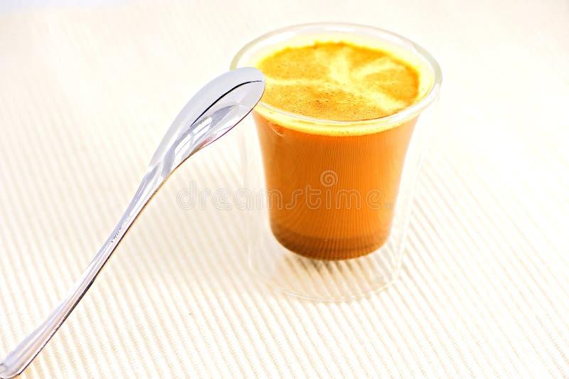 Kaffe med skeden royaltyfria bilder