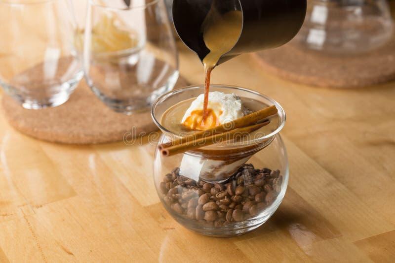 Kaffe med vaniljglass royaltyfria bilder