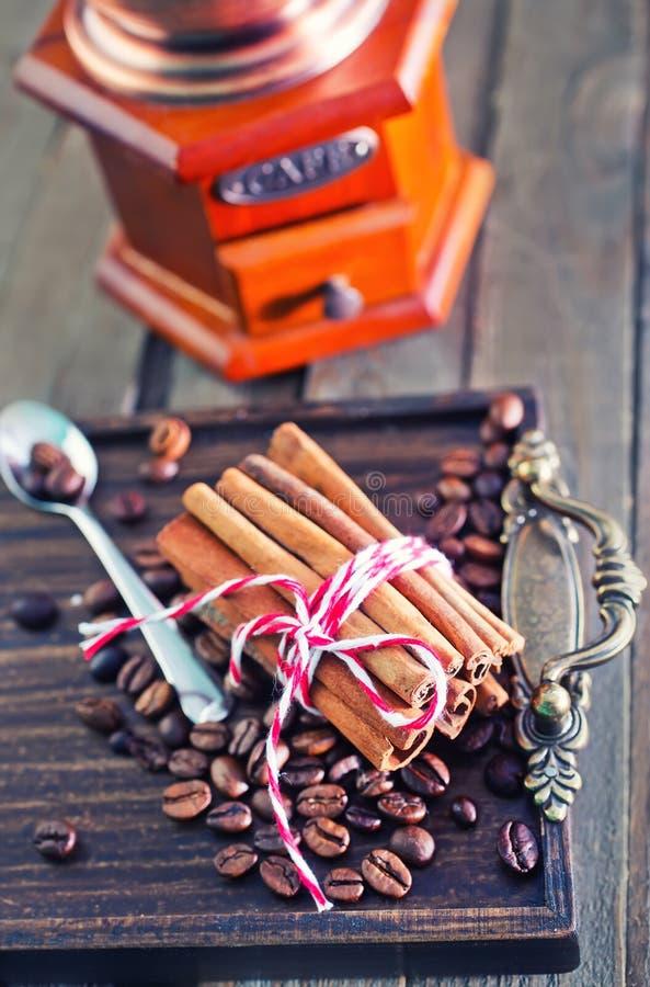 Kaffe och aromkrydda fotografering för bildbyråer