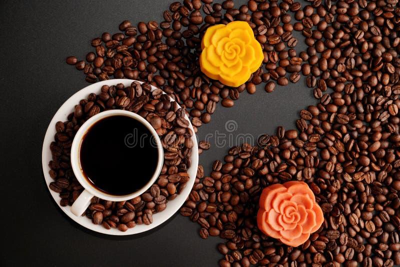Kaffe- och månekaka royaltyfri fotografi