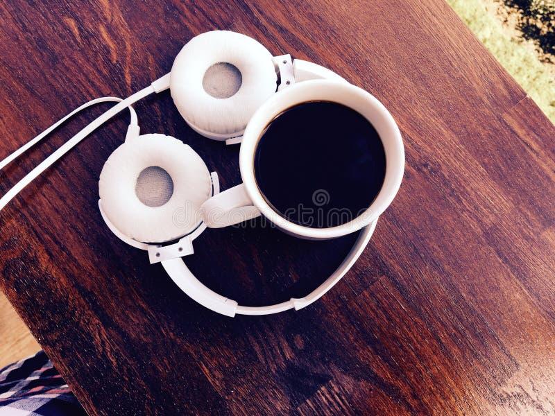 Download Kaffe och musik arkivfoto. Bild av huvud, varmt, kopp - 78732332