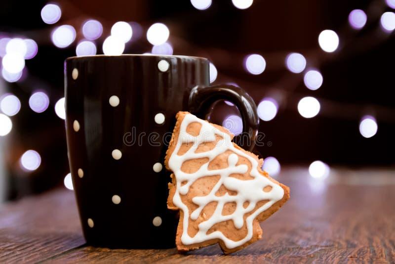 Kaffe- och pepparkakakaka royaltyfri bild
