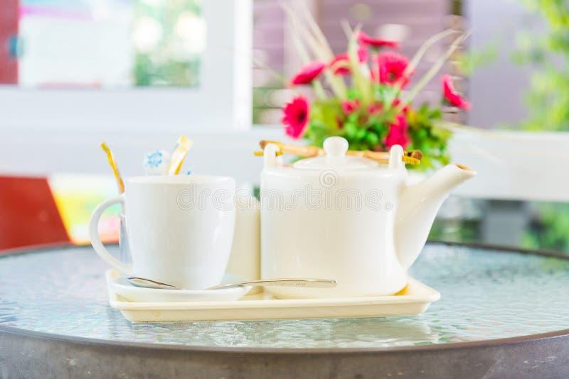 Kaffe och tekanna royaltyfria bilder