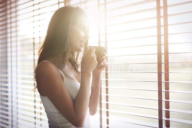 Kaffe på morgonen arkivbild