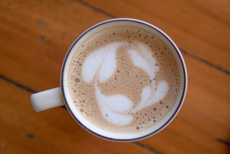 Download Kaffe Sent I Morgonen Med Den Wood Tabellen Arkivfoto - Bild av beverly, skum: 106830360