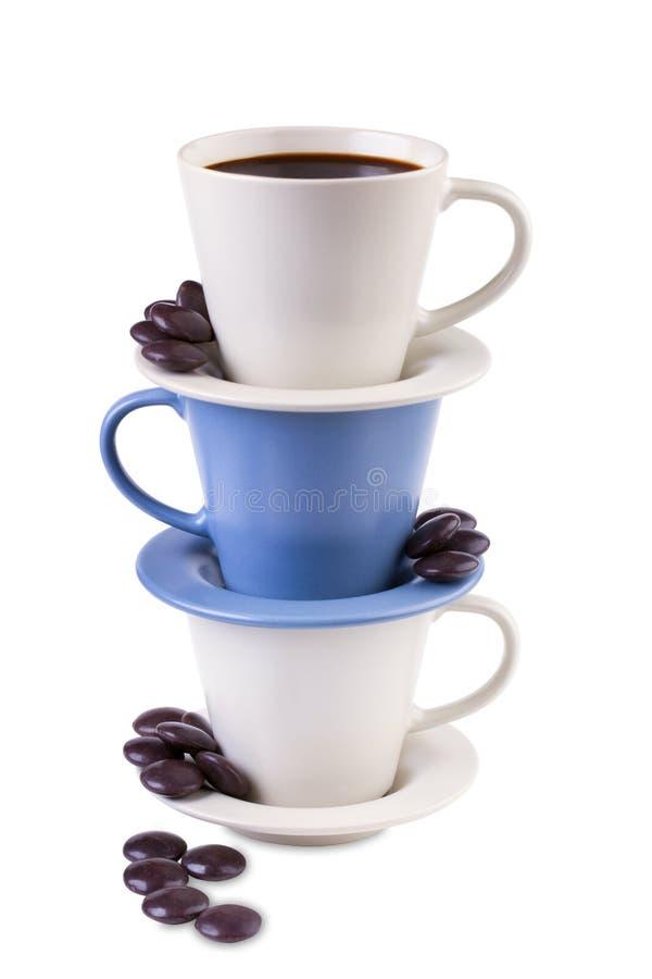 Kaffe tre kuper med choklader fotografering för bildbyråer