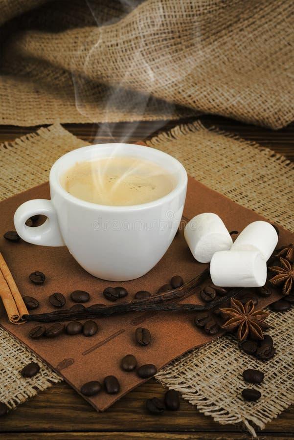 Kaffe white för espresso för kaffekopp Kupa av kaffe fotografering för bildbyråer