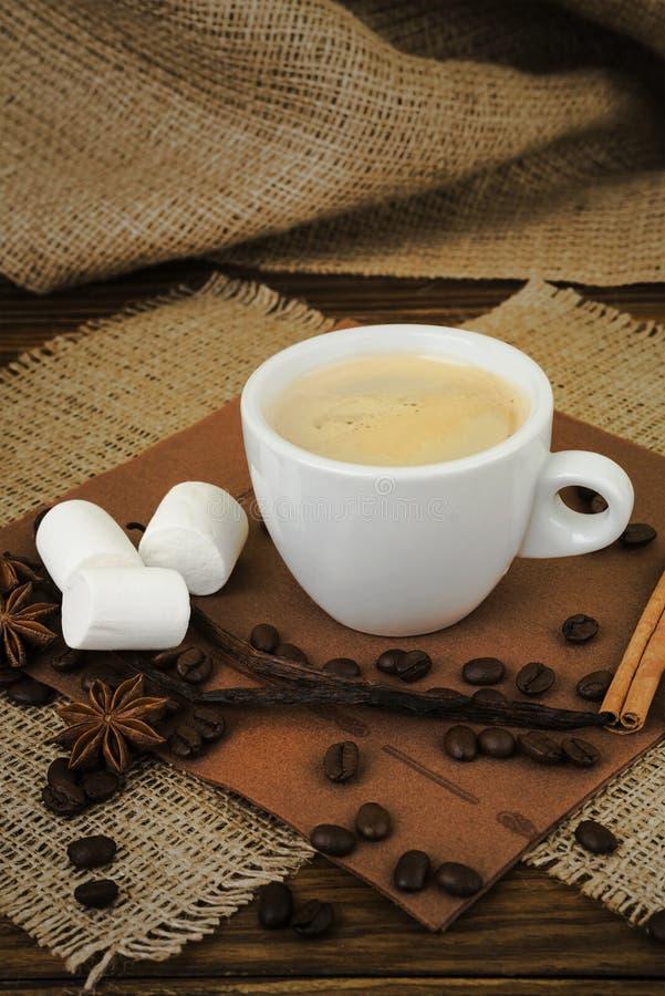 Kaffe white för espresso för kaffekopp Kupa av kaffe royaltyfri foto
