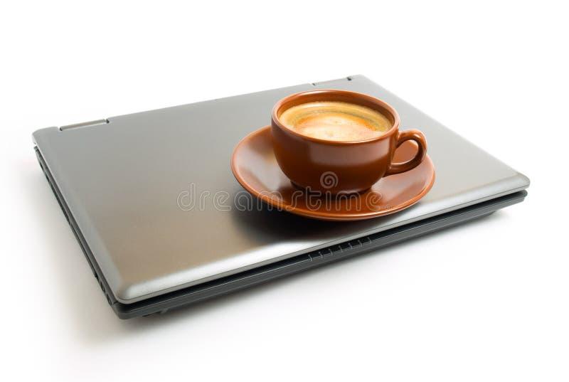 kaffebärbar dator arkivbild