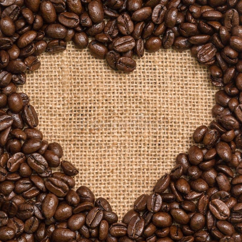 Kaffebönahjärta arkivbild