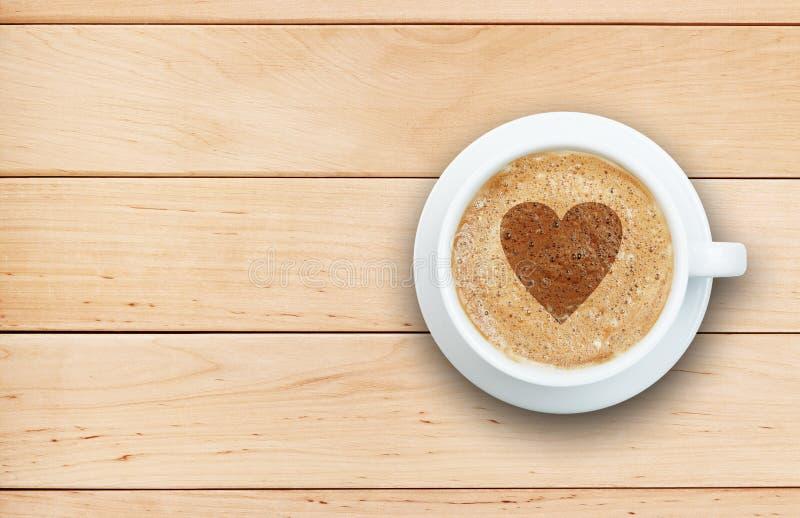 Kaffebegrepp - kopp av latte med hjärta fotografering för bildbyråer