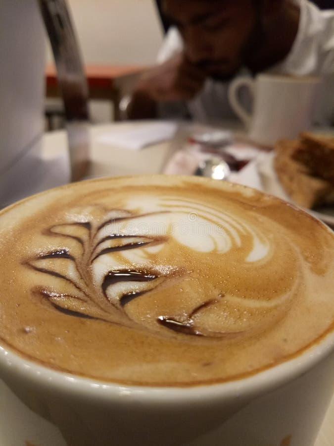 Kaffechoklad om den stora dagen i kafét arkivbilder