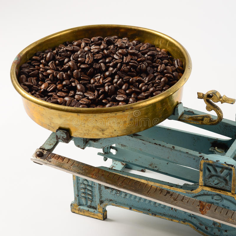 Kaffee in der Balancenwanne stockbilder