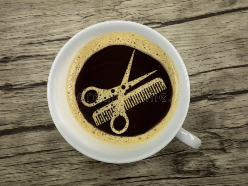 Kaffee am Friseur stockfotografie