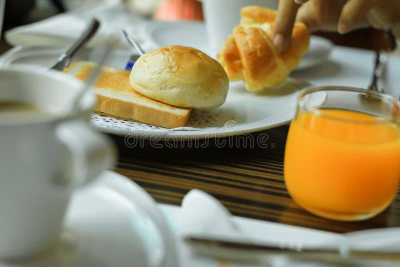 Kaffee - Getränk, Orangensaft, Toastbrot, Espresso, Frühstück lizenzfreies stockfoto