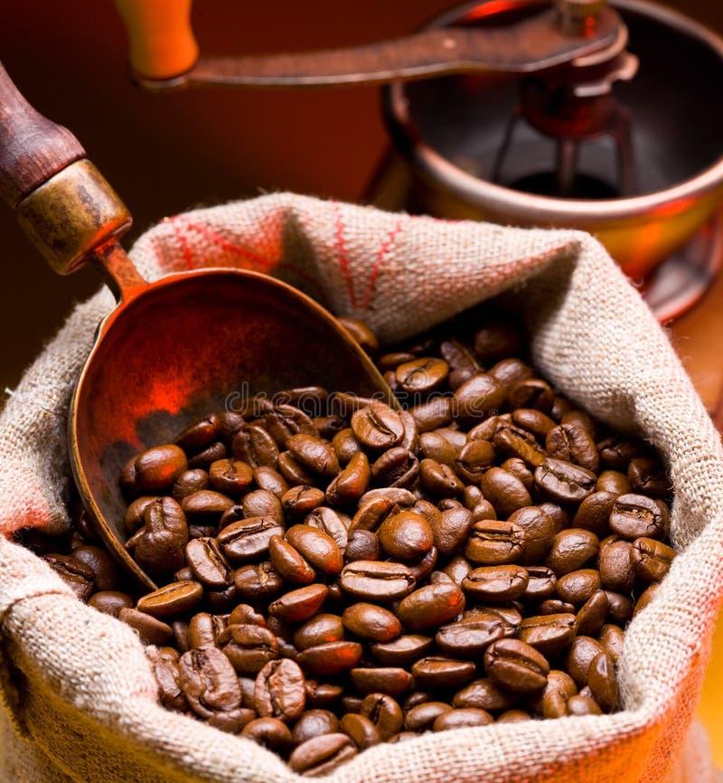 Kaffee ist in einem Sack stockfotografie