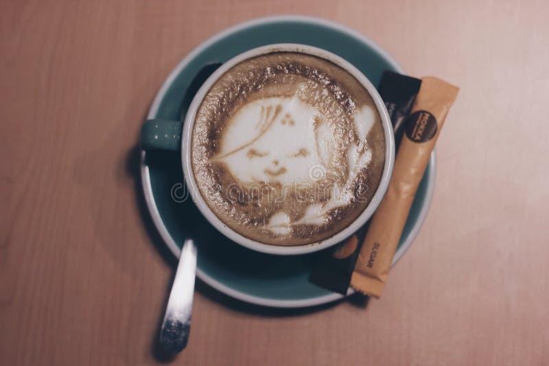 Kaffee ist gehende Kälte lizenzfreie stockfotografie
