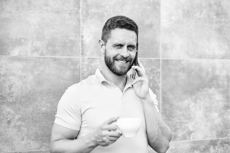 Kaffee kann endlos reimagined lassen etwas altes neues wieder wie Unternehmer Geschäfte in Handarbeit machen und neuerfinden Mann lizenzfreies stockbild