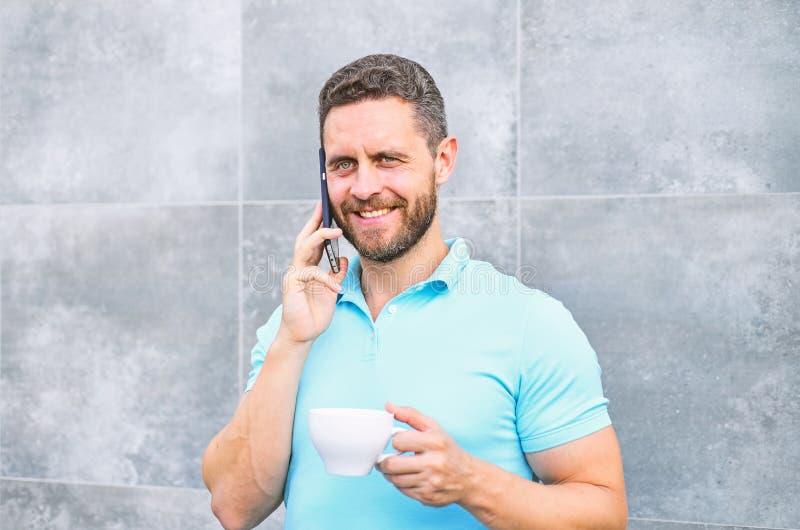 Kaffee kann endlos reimagined lassen etwas altes neues wieder wie Unternehmer Geschäfte in Handarbeit machen und neuerfinden Mann lizenzfreie stockfotografie
