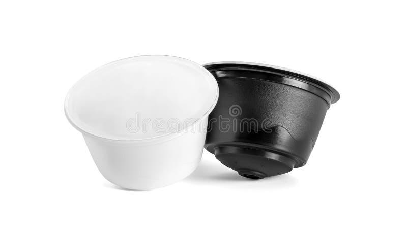Kaffee-Kapseln für die kompatiblen Systeme lokalisiert auf weißem Hintergrund stockfotografie