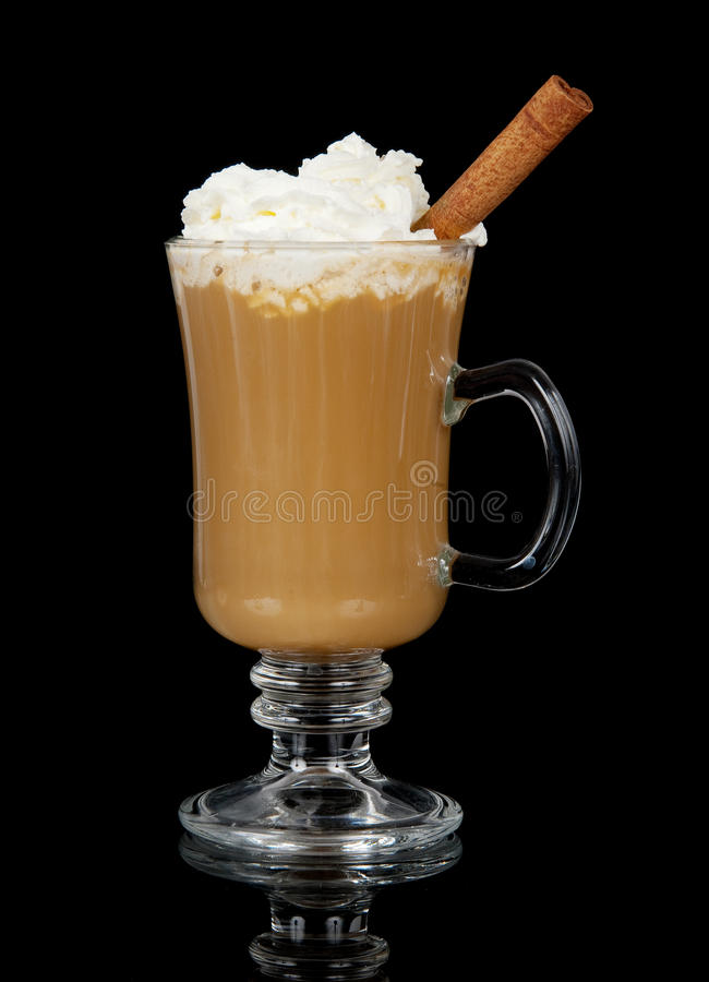 Kaffee mit gepeitschter Sahne lizenzfreie stockfotos