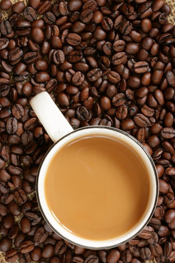 Kaffee mit Milch stockfotos