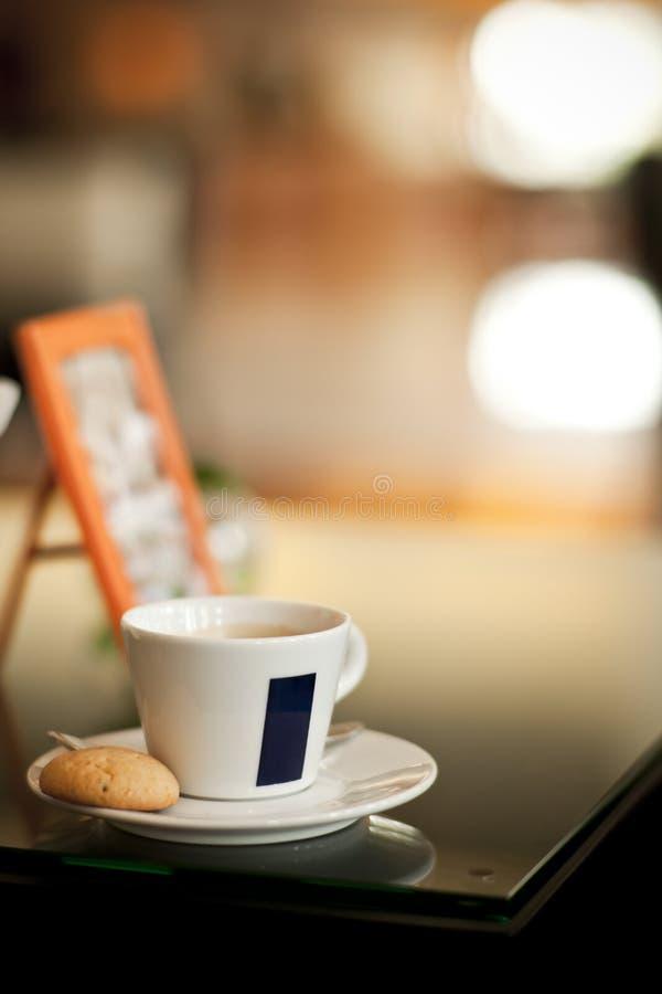 Kaffee mit Plätzchen lizenzfreies stockfoto