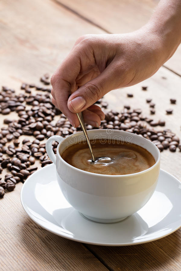 Kaffee mit Schaumgummi lizenzfreie stockfotografie