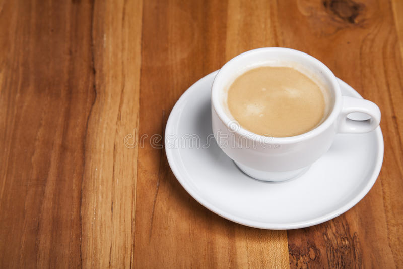 Kaffee mit Schaumgummi lizenzfreie stockfotos
