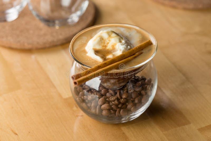 Kaffee mit Vanilleeis stockbild