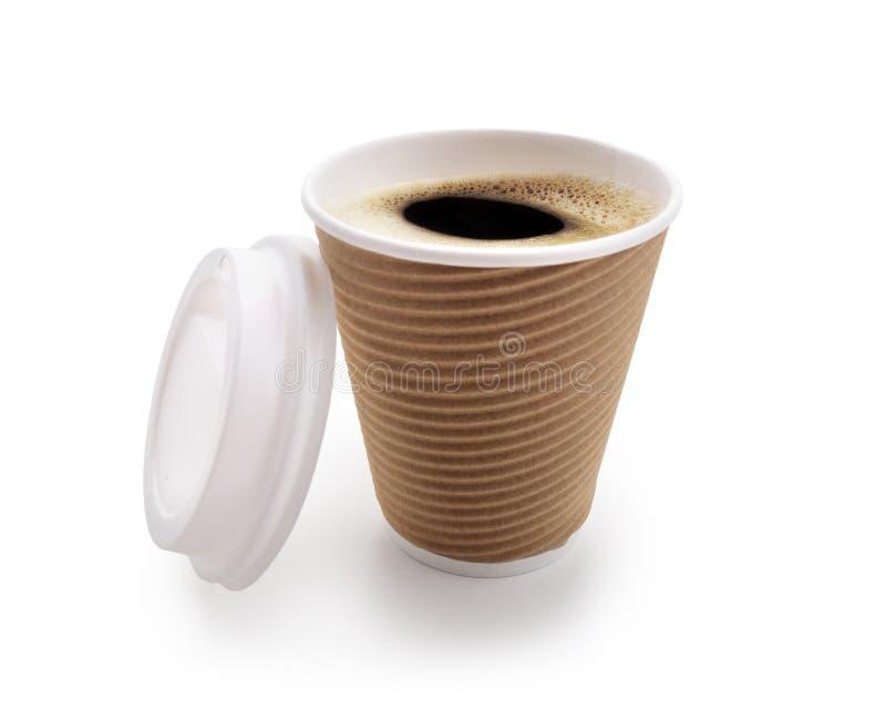 Kaffee nehmen die Wegwerfschale heraus, die auf Weiß lokalisiert wird stockbild