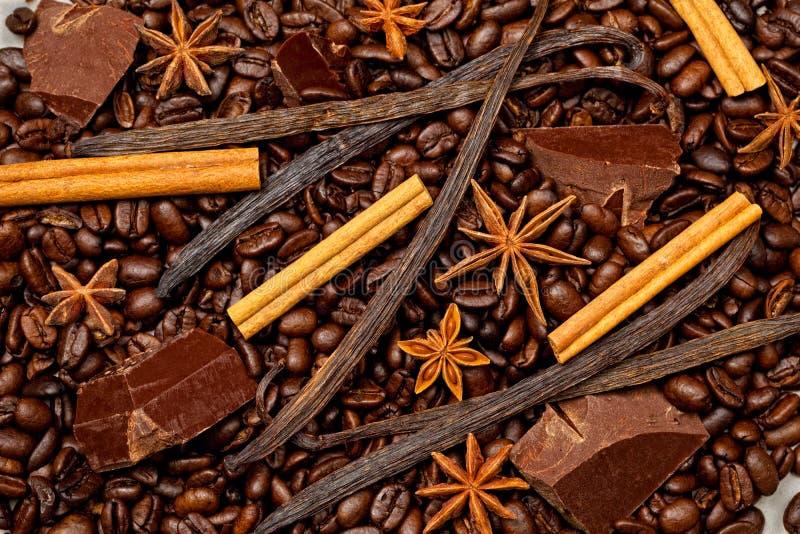 Kaffee, Schokolade und süße Gewürze lizenzfreie stockfotos
