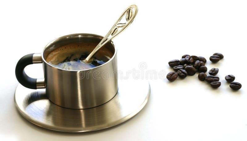 Kaffee u. Bohnen lizenzfreie stockfotos