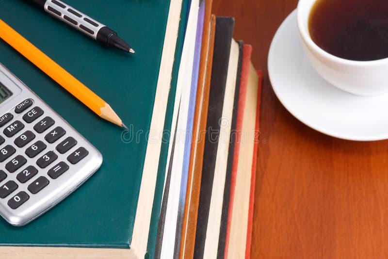 Kaffee und Bücher stockbild
