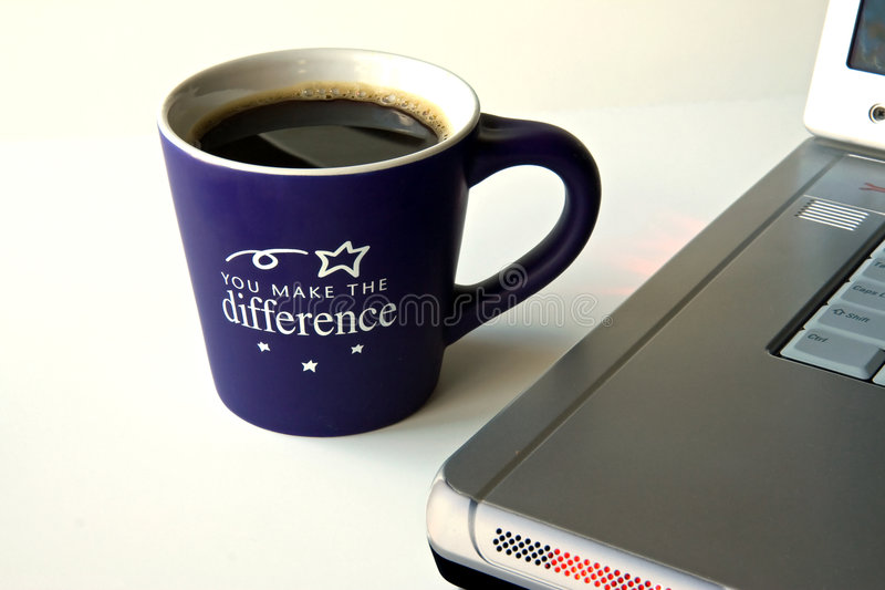 Kaffee und Computer stockbilder