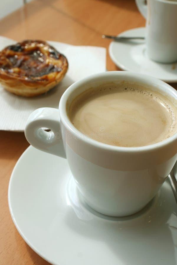 Kaffee und Festlichkeit lizenzfreie stockbilder