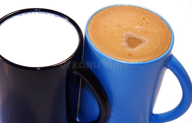 Kaffee und Milch lizenzfreie stockfotografie