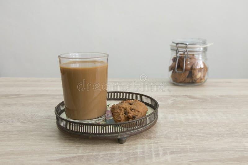KAFFEE-UND PLÄTZCHEN-GLAS stockfotografie