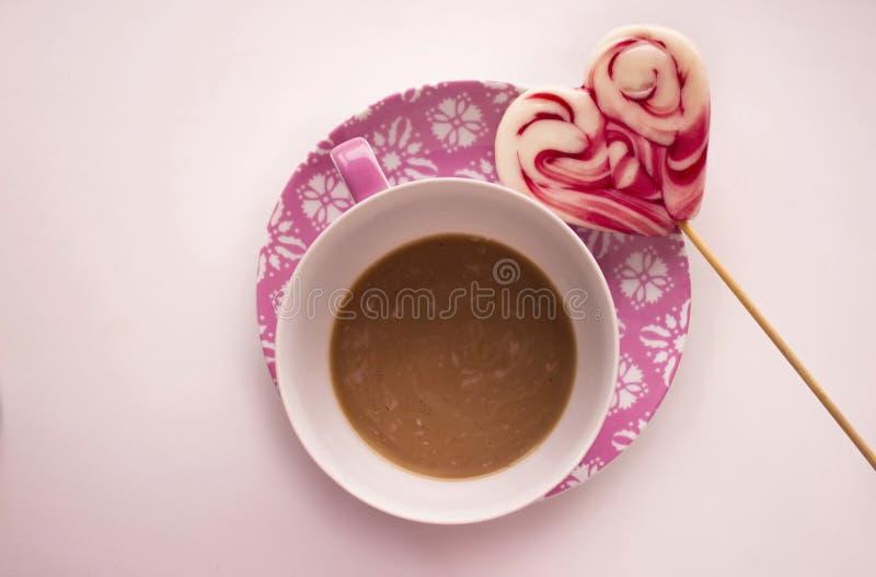 Kaffee und Süßigkeit stockbilder
