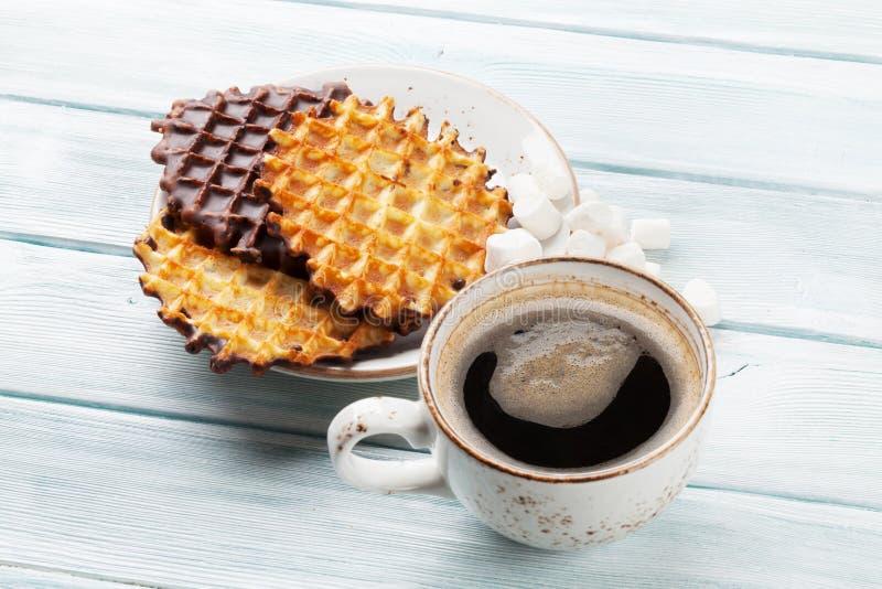 Kaffee und Waffeln lizenzfreies stockbild