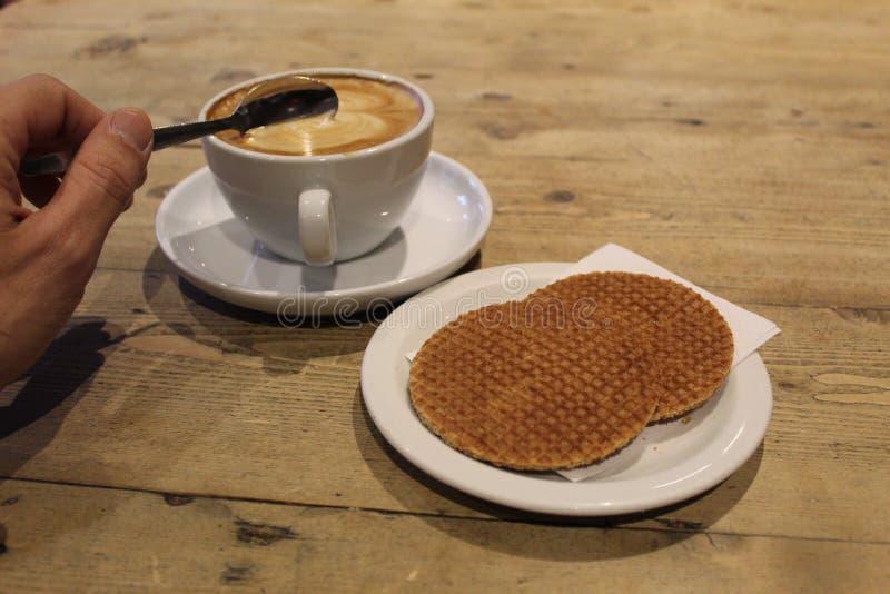 Kaffee und Waffeln stockbilder